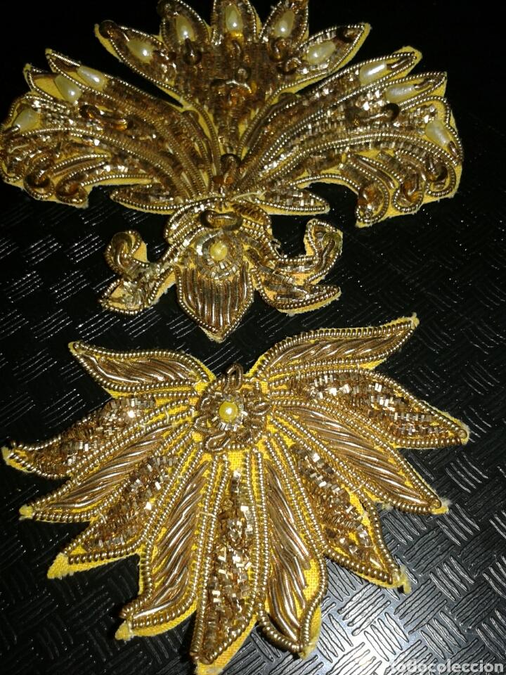 DOS PIEZA ANTIGUAS BORDADOS ORO PARA IMAGENES (Antigüedades - Religiosas - Ornamentos Antiguos)