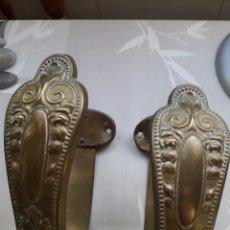 Antigüedades: PRECIOSA PAREJA DE ALZAPAÑOS ANTIGUOS IMPERIO EN BRONCE. Lote 126862471