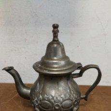 Antigüedades: TETERA DE PLATA CON TAPA.. Lote 126862546