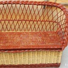 Antigüedades: SOFA BAUL DE MIMBRE CON ARCON-MEDIDAS 96 LARGO X 39 ANCHO X 60 ALTO-IDEAL PARA HABITACION DE NIÑOS. Lote 126863495
