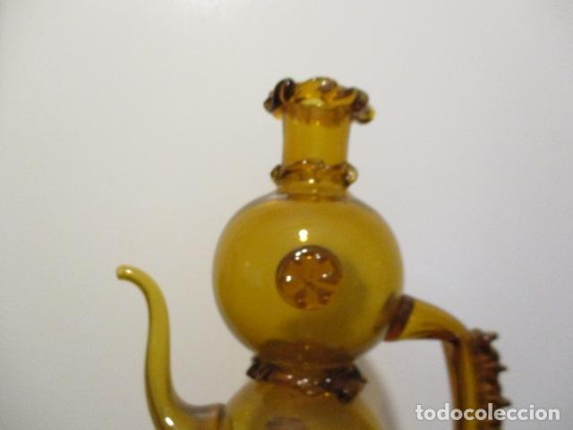 Antigüedades: Precioso jarron o botijo de vidrio soplado, color marrón, principios S XX, altura 33 x 19 cm ancho - Foto 2 - 126899475