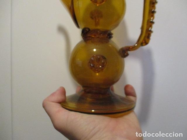 Antigüedades: Precioso jarron o botijo de vidrio soplado, color marrón, principios S XX, altura 33 x 19 cm ancho - Foto 4 - 126899475