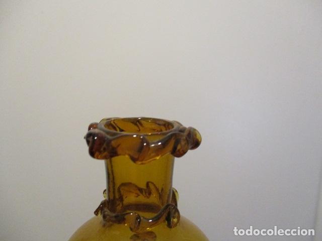 Antigüedades: Precioso jarron o botijo de vidrio soplado, color marrón, principios S XX, altura 33 x 19 cm ancho - Foto 6 - 126899475