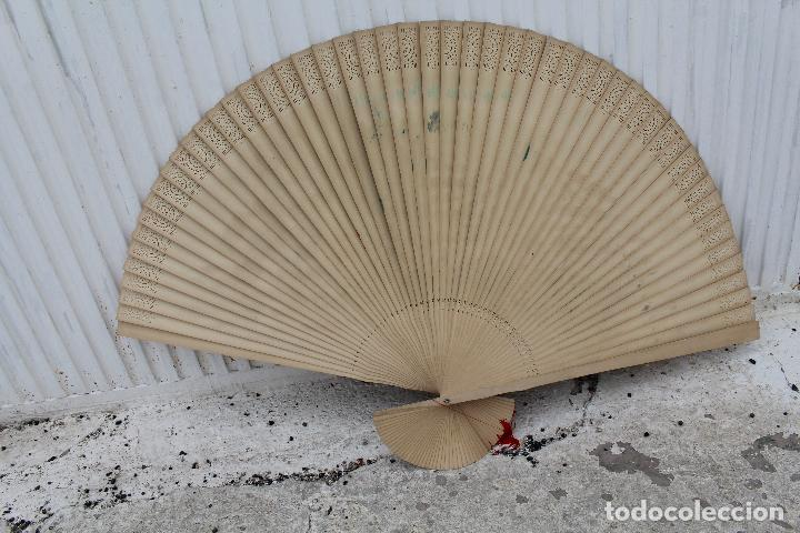 Antigüedades: Abanico Oriental grande- China - Varillaje de Madera - Calada - Pintado a Mano- Firmado - Foto 6 - 126924491