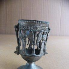 Antigüedades: COPA DE METAL CON MOTIVOS RELIGIOSOS - FIGURAS DE ANGELES. Lote 126928643