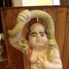 Antigüedades: LOZA DE BIAR. GRAN BOTIJO. CURIOSO PERSONAJE.. Lote 126962927