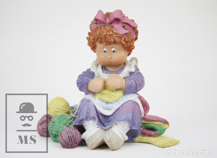 Antigüedades: Figura de Resina - Cuqui. Preparando el Invierno - Ref. 4703 - Magda Genestar - Edición Numerada - Foto 7 - 127040267
