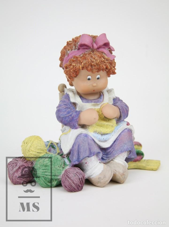 Antigüedades: Figura de Resina - Cuqui. Preparando el Invierno - Ref. 4703 - Magda Genestar - Edición Numerada - Foto 9 - 127040267