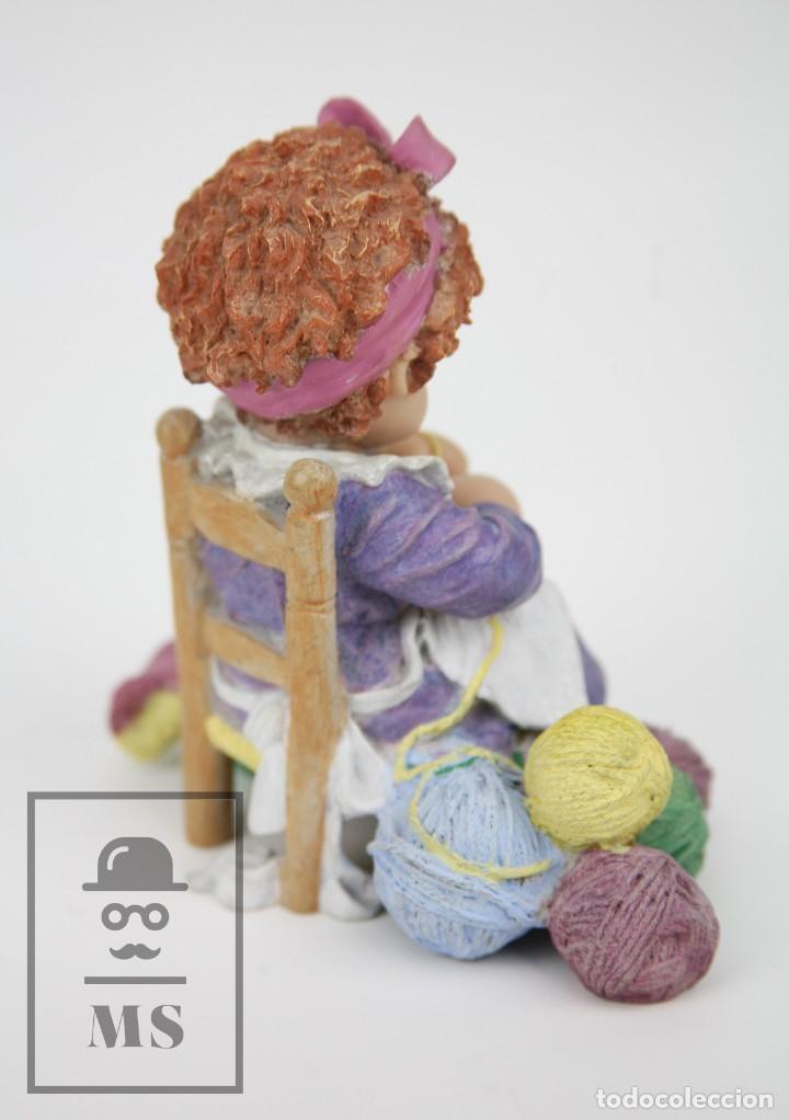 Antigüedades: Figura de Resina - Cuqui. Preparando el Invierno - Ref. 4703 - Magda Genestar - Edición Numerada - Foto 11 - 127040267