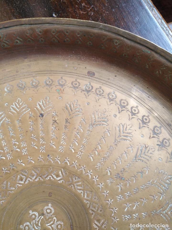 Antigüedades: antigua bandeja de té moruno original cincelada a mano , años 40 - metal dorado 31 cm diametro. - Foto 6 - 127110119