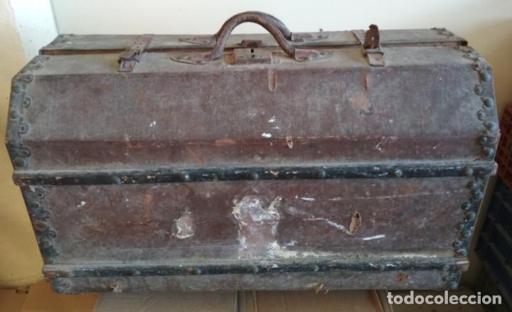 Antigüedades: MALETA DE MADERA FORRADA Y CON ADORNOS METALICOS TIPO BAUL DE MANO MUY ANTIGUA, SIGLO XIX - Foto 6 - 127140703