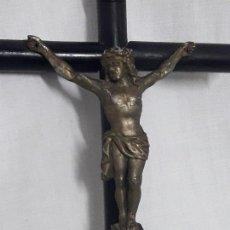 Antigüedades: ANTIGUO CRUCIFIJO DE MADERA Y METAL. Lote 127212995