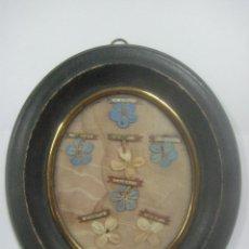 Antigüedades: RELICARIO MADERA DE EBANO CON 7 RELIQUIAS CADA UNA CON UNA FLOR BORDADA SOBRE UNA TELA, SIGLO XIX. Lote 127239031