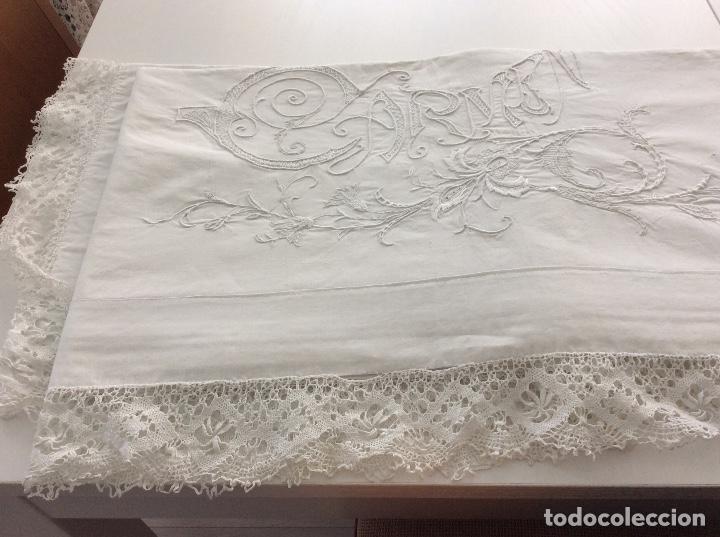 Antigüedades: Sabana con Impresionante bordado y puntilla de bolillos finales siglo XIX principios del XX - Foto 4 - 127254575