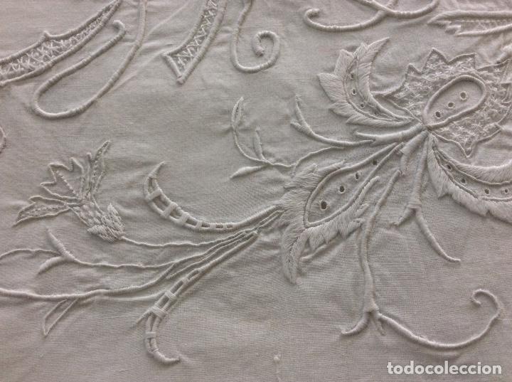 Antigüedades: Sabana con Impresionante bordado y puntilla de bolillos finales siglo XIX principios del XX - Foto 8 - 127254575