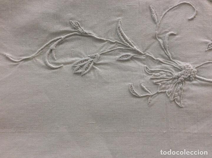 Antigüedades: Sabana con Impresionante bordado y puntilla de bolillos finales siglo XIX principios del XX - Foto 12 - 127254575