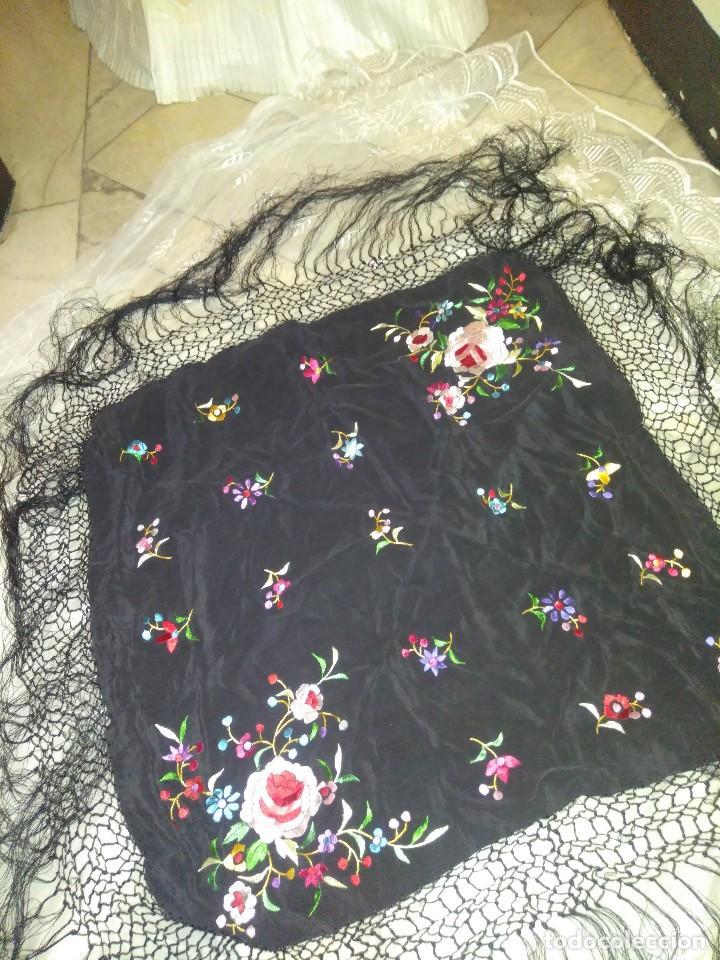 Antigüedades: Precioso mantón mantoncillo de seda bordado estilo Manila - Foto 3 - 127263823