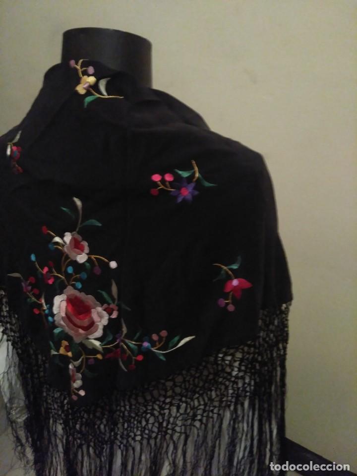 Antigüedades: Precioso mantón mantoncillo de seda bordado estilo Manila - Foto 9 - 127263823