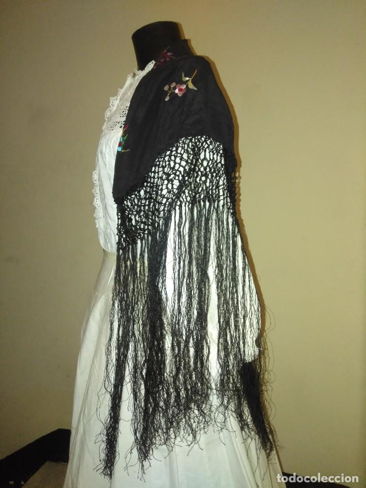 Antigüedades: Precioso mantón mantoncillo de seda bordado estilo Manila - Foto 10 - 127263823