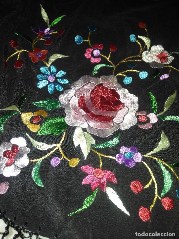 Antigüedades: Precioso mantón mantoncillo de seda bordado estilo Manila - Foto 11 - 127263823