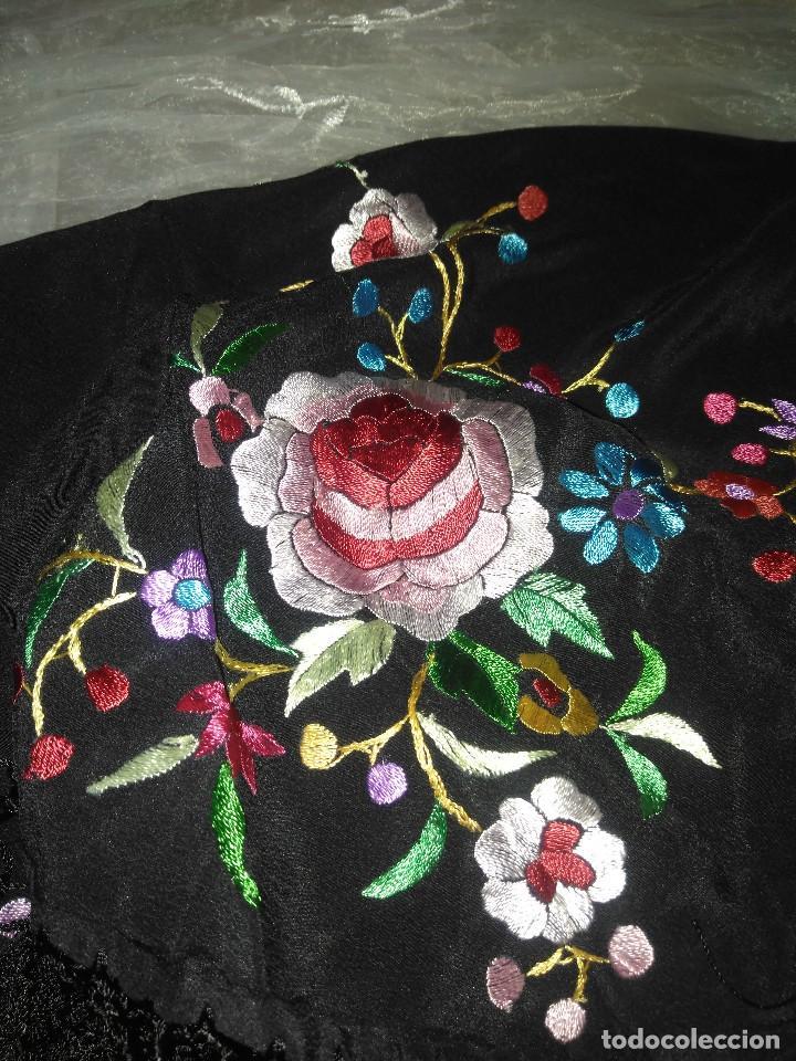 Antigüedades: Precioso mantón mantoncillo de seda bordado estilo Manila - Foto 14 - 127263823