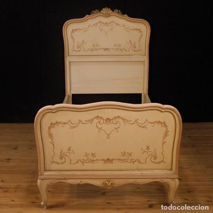 Antigüedades: Par de camas venecianas en madera pintada y tallada del siglo XX - Foto 2 - 127303475