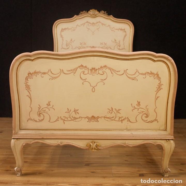 Antigüedades: Par de camas venecianas en madera pintada y tallada del siglo XX - Foto 4 - 127303475