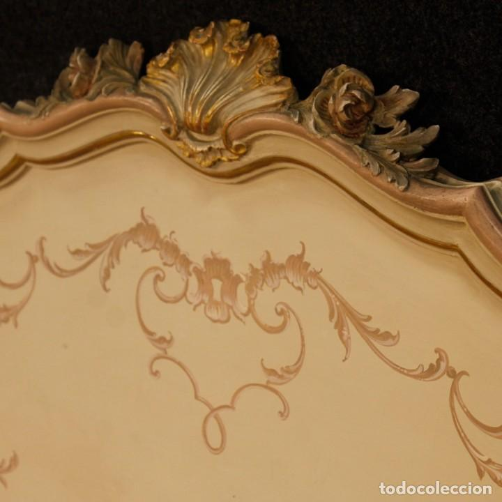 Antigüedades: Par de camas venecianas en madera pintada y tallada del siglo XX - Foto 5 - 127303475