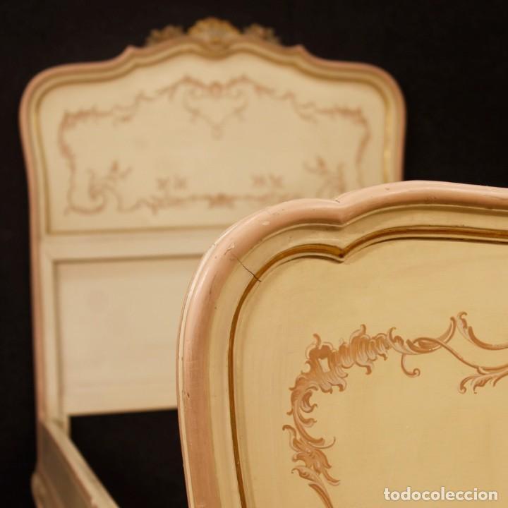 Antigüedades: Par de camas venecianas en madera pintada y tallada del siglo XX - Foto 7 - 127303475