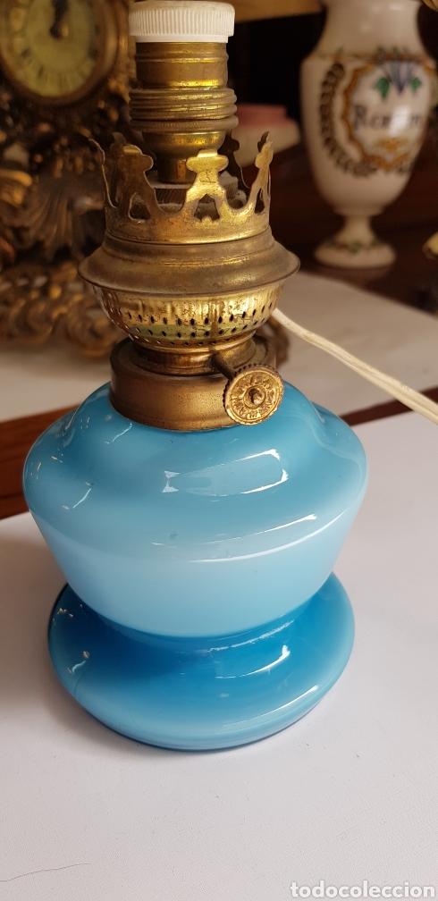 Antigüedades: PRECIOSO QUINQUE O LAMPARA EN OPALINA AZUL - Foto 2 - 127438620