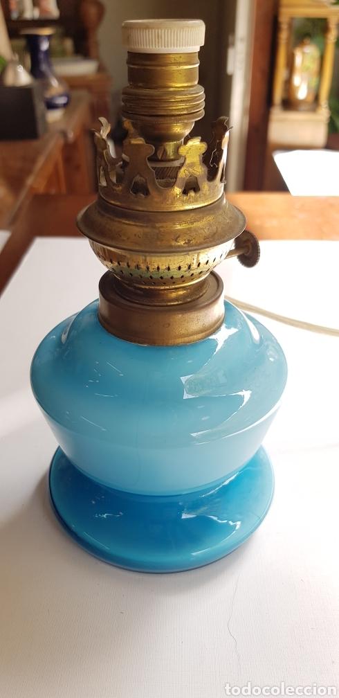 Antigüedades: PRECIOSO QUINQUE O LAMPARA EN OPALINA AZUL - Foto 3 - 127438620
