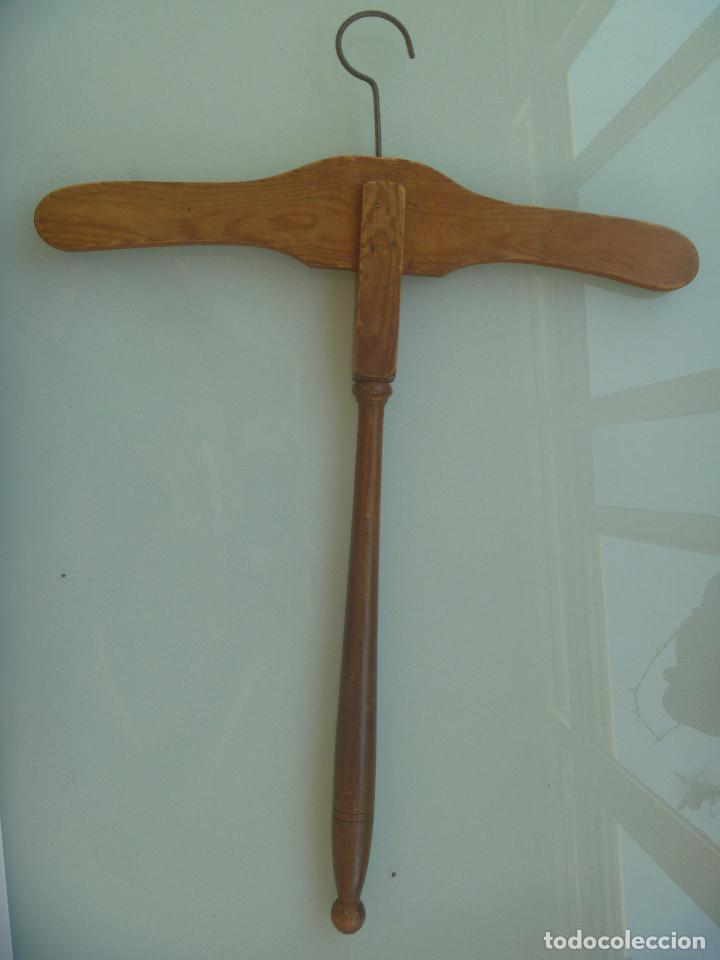 Antigüedades: MUY ANTIGUA PERCHA DE MADERA - Foto 2 - 127459099