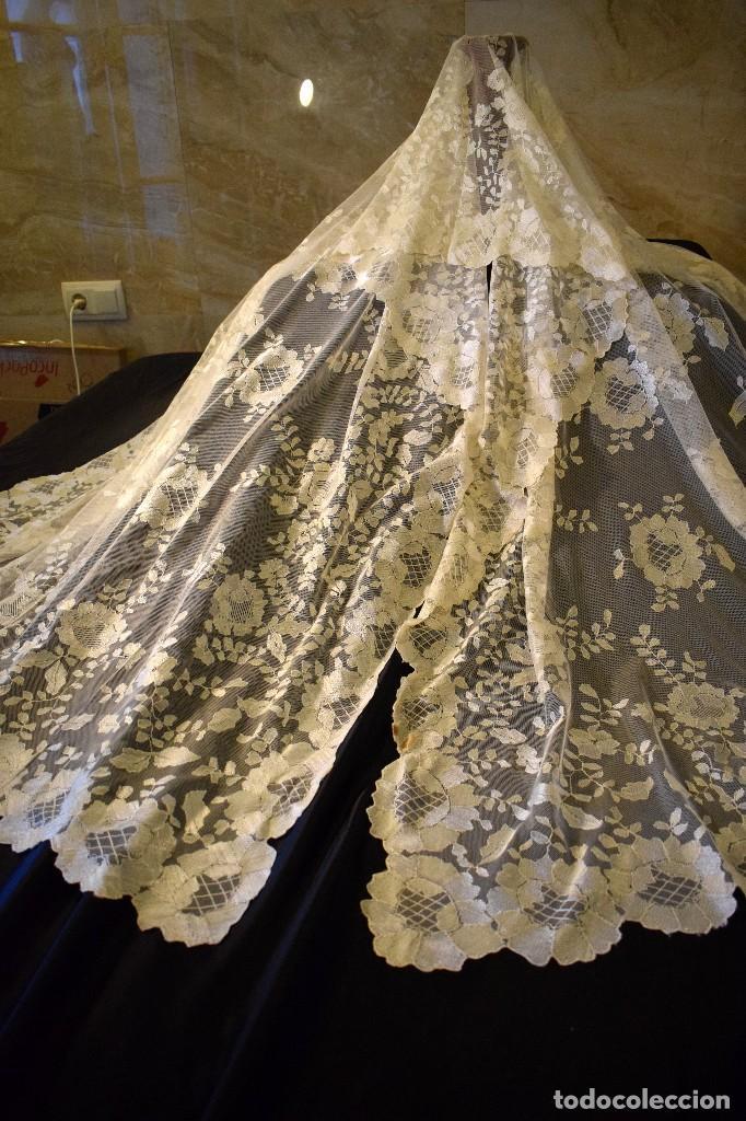 Antigüedades: Mantilla antigua bordada a mano idea velo novia o imagen - Foto 2 - 127487787