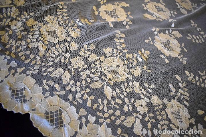 Antigüedades: Mantilla antigua bordada a mano idea velo novia o imagen - Foto 3 - 127487787