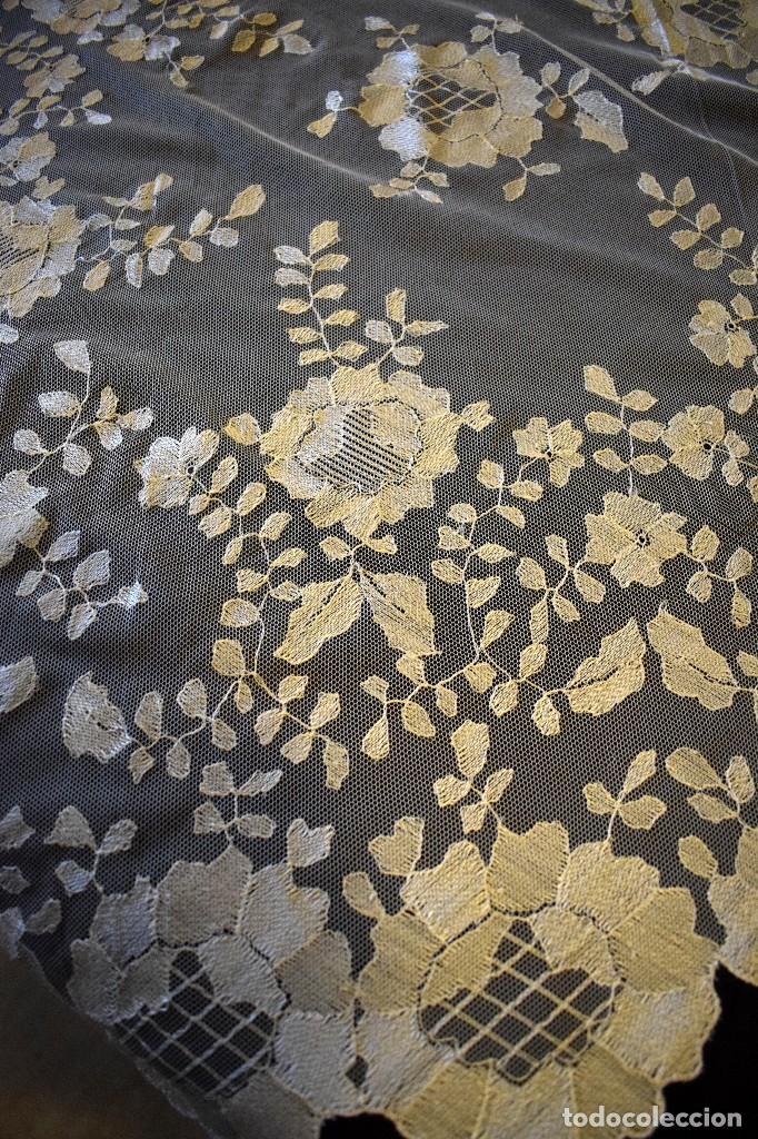 Antigüedades: Mantilla antigua bordada a mano idea velo novia o imagen - Foto 6 - 127487787