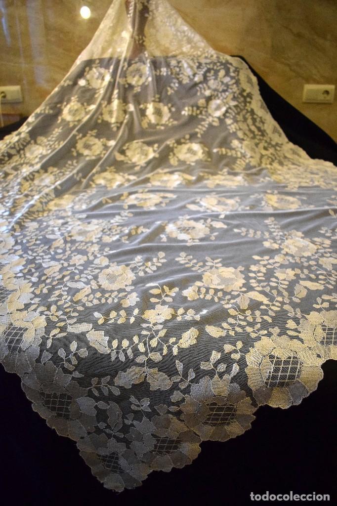 Antigüedades: Mantilla antigua bordada a mano idea velo novia o imagen - Foto 7 - 127487787