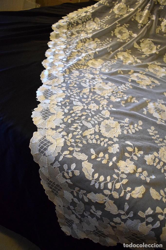 Antigüedades: Mantilla antigua bordada a mano idea velo novia o imagen - Foto 8 - 127487787