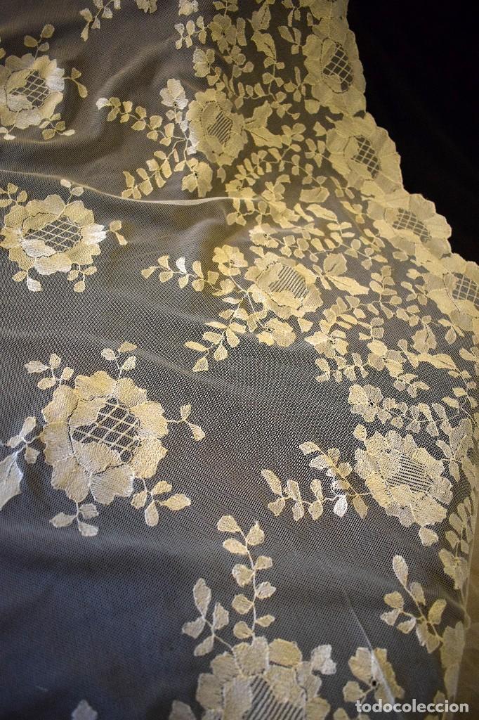 Antigüedades: Mantilla antigua bordada a mano idea velo novia o imagen - Foto 9 - 127487787