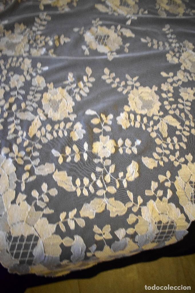 Antigüedades: Mantilla antigua bordada a mano idea velo novia o imagen - Foto 10 - 127487787