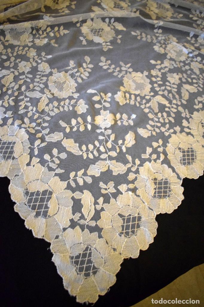 Antigüedades: Mantilla antigua bordada a mano idea velo novia o imagen - Foto 11 - 127487787