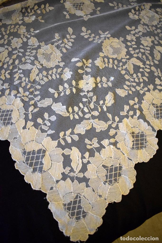 Antigüedades: Mantilla antigua bordada a mano idea velo novia o imagen - Foto 12 - 127487787