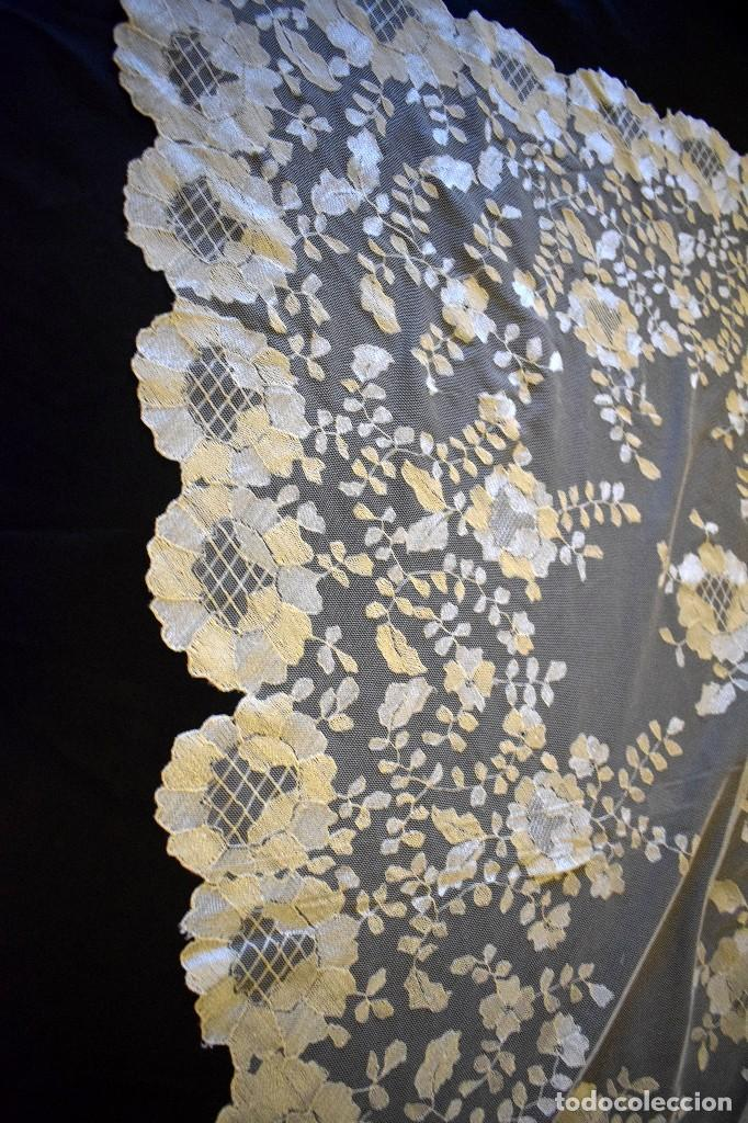 Antigüedades: Mantilla antigua bordada a mano idea velo novia o imagen - Foto 13 - 127487787