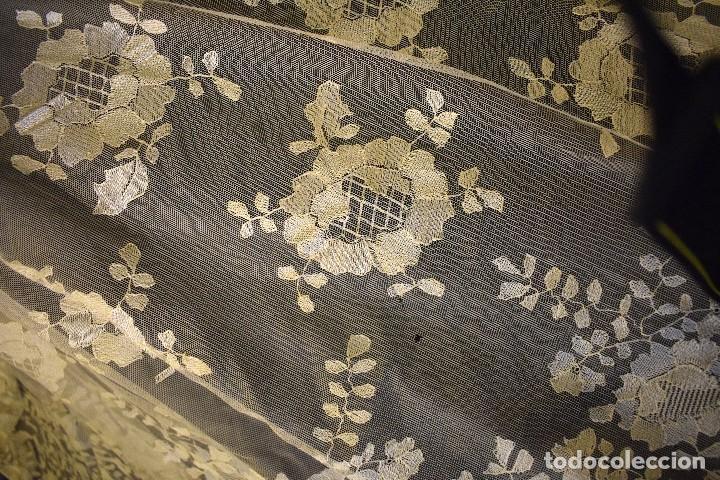 Antigüedades: Mantilla antigua bordada a mano idea velo novia o imagen - Foto 14 - 127487787