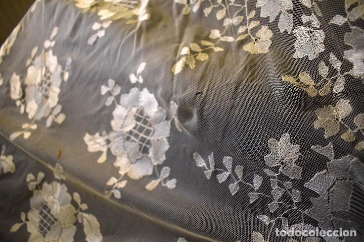 Antigüedades: Mantilla antigua bordada a mano idea velo novia o imagen - Foto 15 - 127487787
