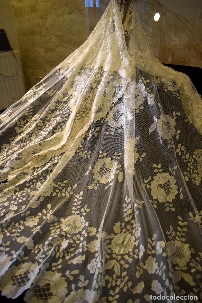 Antigüedades: Mantilla antigua bordada a mano idea velo novia o imagen - Foto 16 - 127487787