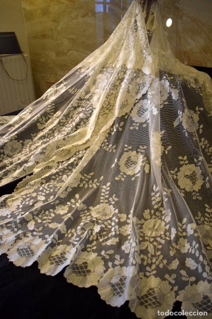 Antigüedades: Mantilla antigua bordada a mano idea velo novia o imagen - Foto 17 - 127487787