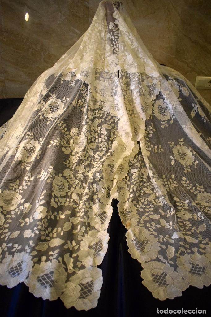 Antigüedades: Mantilla antigua bordada a mano idea velo novia o imagen - Foto 18 - 127487787