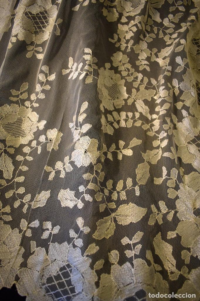 Antigüedades: Mantilla antigua bordada a mano idea velo novia o imagen - Foto 19 - 127487787