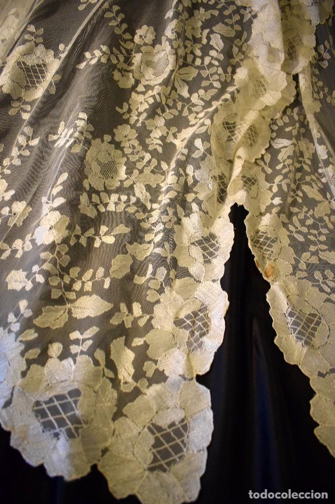 Antigüedades: Mantilla antigua bordada a mano idea velo novia o imagen - Foto 20 - 127487787