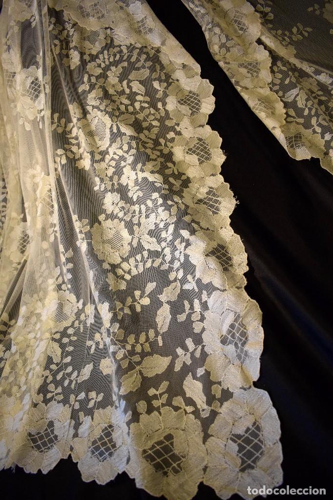 Antigüedades: Mantilla antigua bordada a mano idea velo novia o imagen - Foto 21 - 127487787